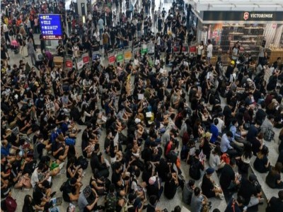 Hong Kong protests disrupt airport for second day