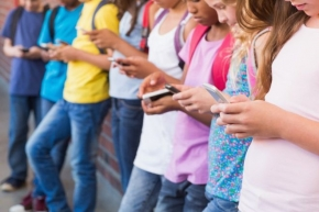 Half of UK 10-year-olds own a smartphone