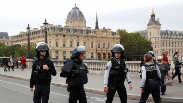 Paris police attack: 'Four killed' by knife-wielding man