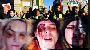 Yellow vest protests: Inquiry into police beating video