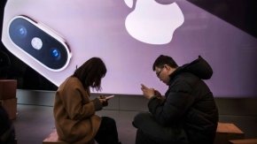 Apple warns coronavirus will hurt iPhone supplies