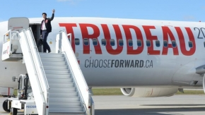 Trudeau defends the number of planes used by his campaign